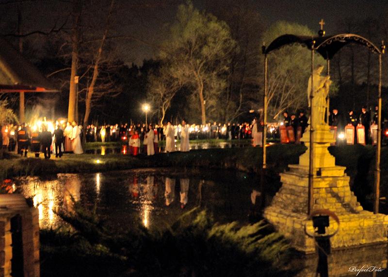 """Droga Krzyżowa """"Na Stawach"""" 2011 r. (22.04.2011) [010]"""