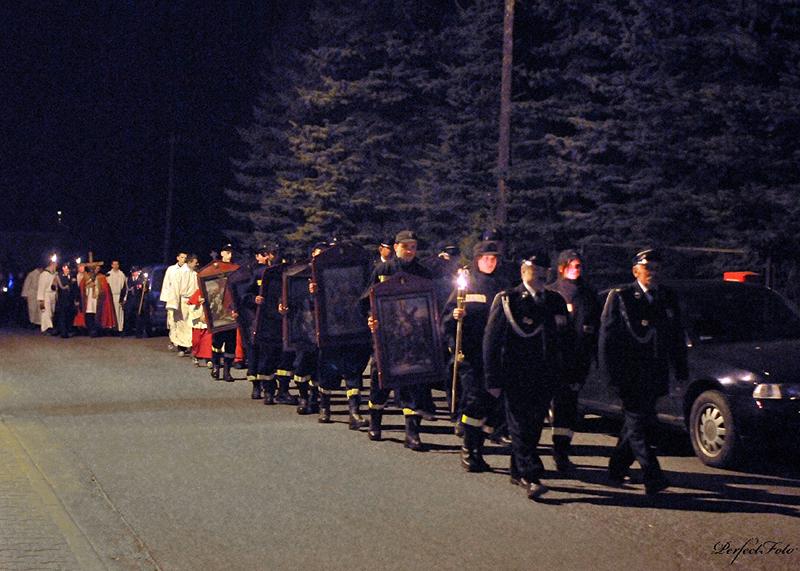 """Droga Krzyżowa """"Na Stawach"""" 2011 r. (22.04.2011) [012]"""