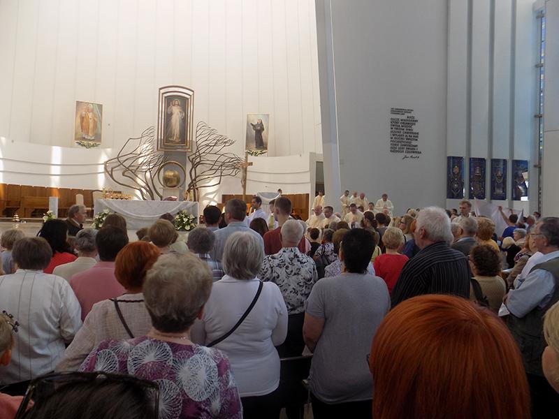 Pielgrzymka Diecezji Sosnowieckiej do Sanktuarium Bożego Miłosierdzia w Krakowie-Łagiewnikach (04.06.2016) [042]