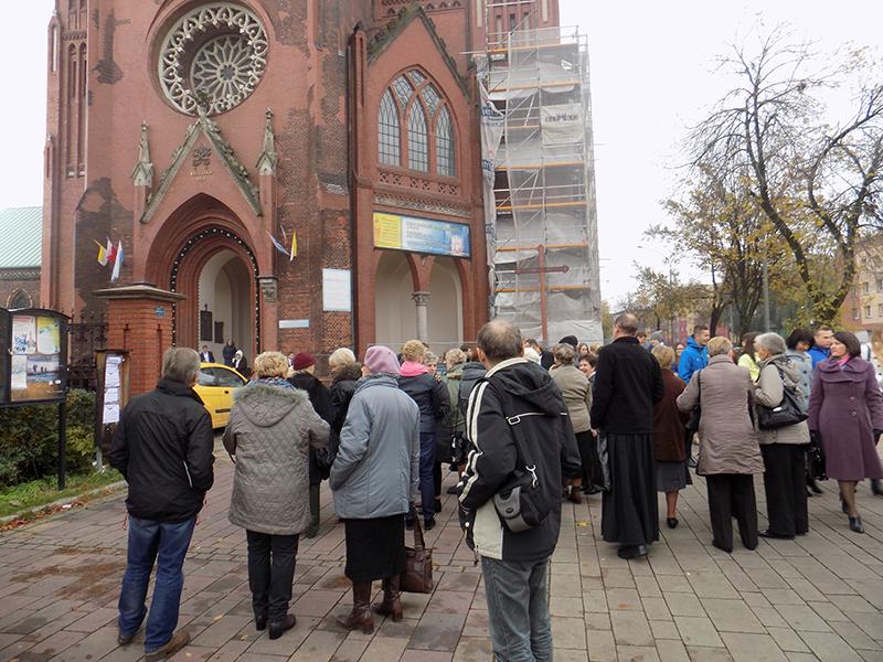 Pielgrzymka do Drzwi Świętych w Bazylice NMP Anielskiej w Dąbrowie Górniczej (22.10.2016) [005]