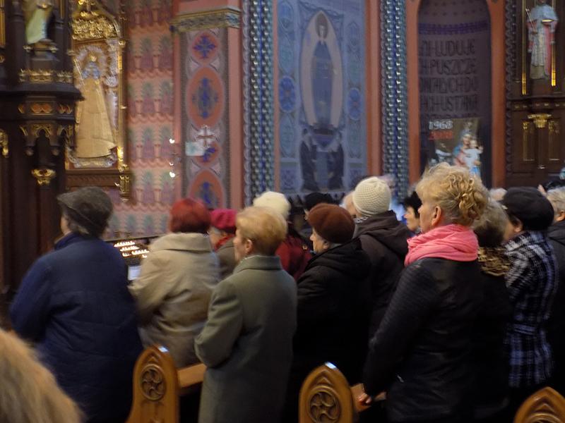 Pielgrzymka do Drzwi Świętych w Bazylice NMP Anielskiej w Dąbrowie Górniczej (22.10.2016) [023]