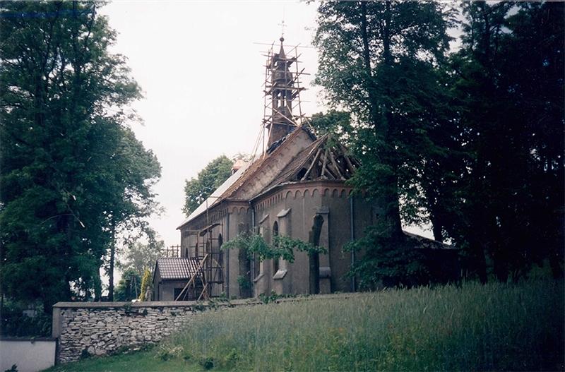 [001] Wymiana pokrycia dachowego na kościele (06.2002) (1)
