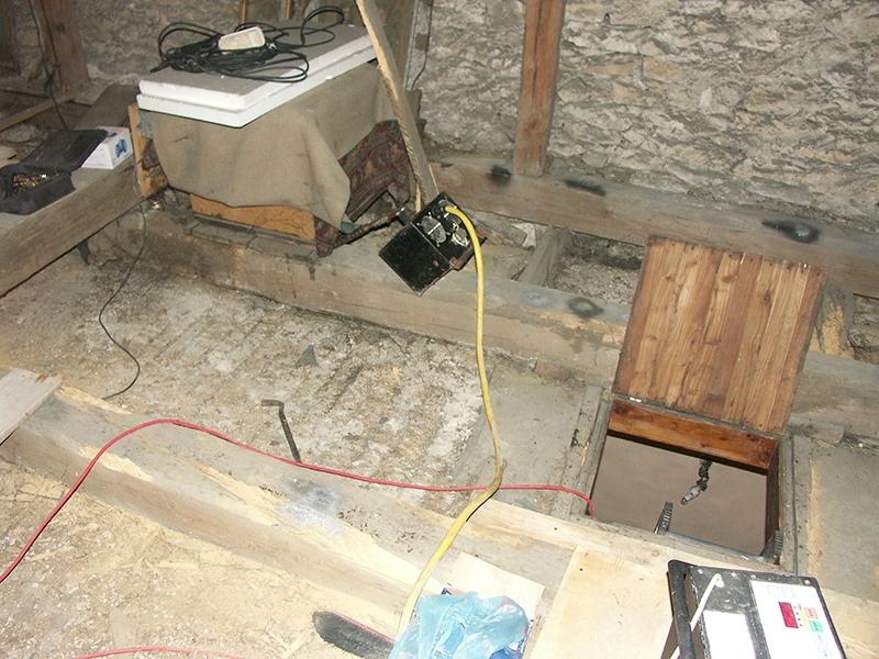 [009] Impregnacja (zabezpieczanie za pomocą ultradżwięków) belek stropowych nad kościołem przed ociepleniem stropu (29.08.2014) (3)