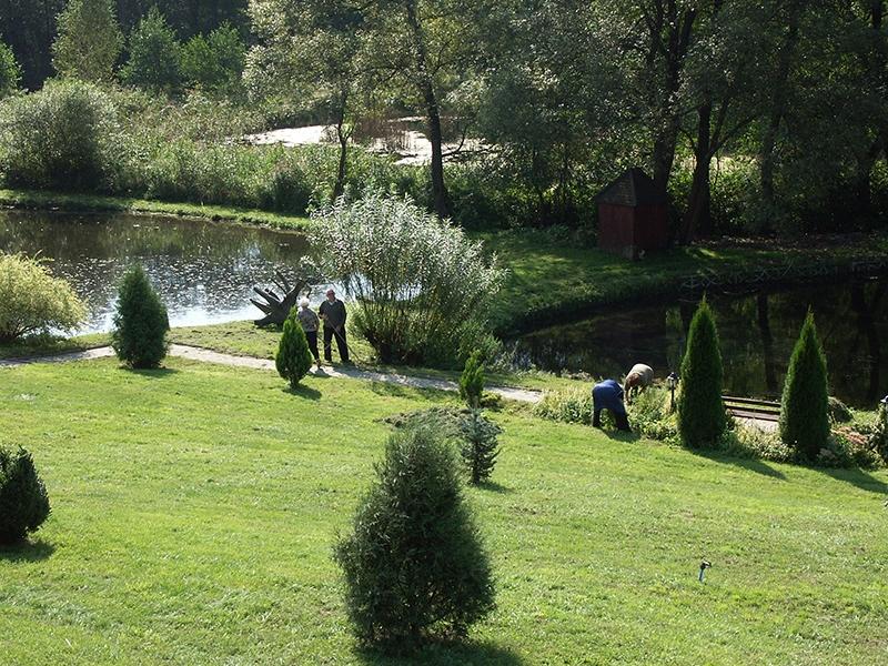 [010] Prace porządkowe w ogrodzie przy plebanii (04.09.2014)