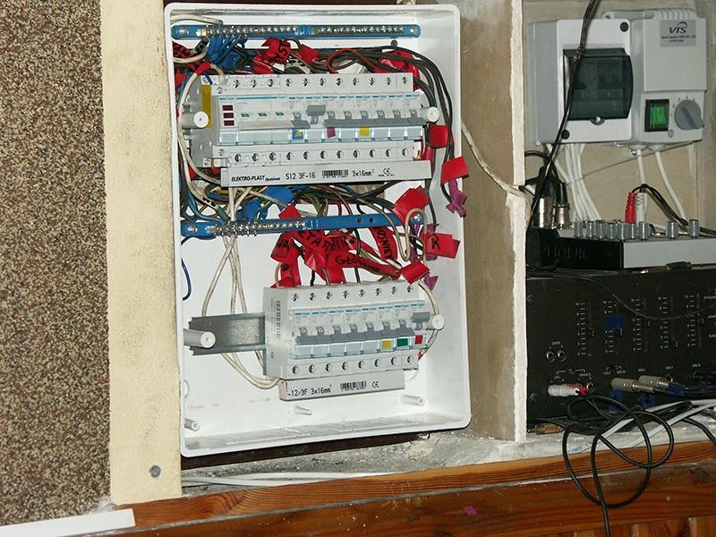 [033] Wymiana elektrycznej tablicy rozdzielczo-zabezpieczającej w zakrystii (13.04.2016) (3)