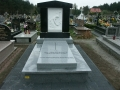 [037] Remont pomnika śp. ks. Jana Opałacza na cmentarzu parafialnym (19.04.2016) (4)