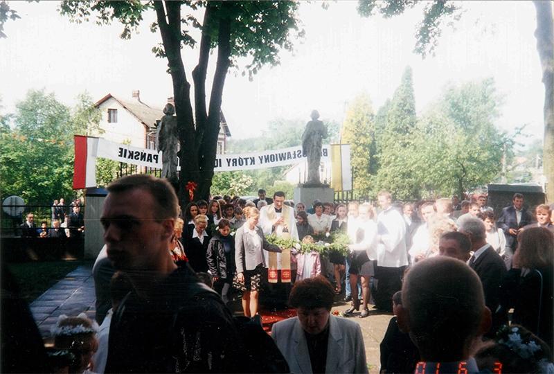 Prymicje ks. Pawła Pielki (03.06.2001) [009]